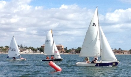 Dinghies Cross the Start Line 18.09.16